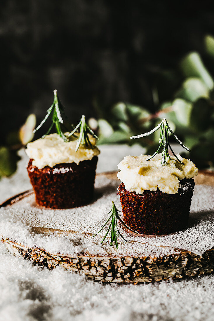 Cupcakes with rosemary sprigs (Christmas)