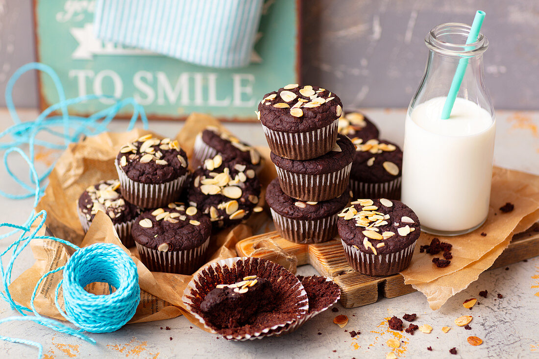 Bean brownie muffins with almond flakes and milk