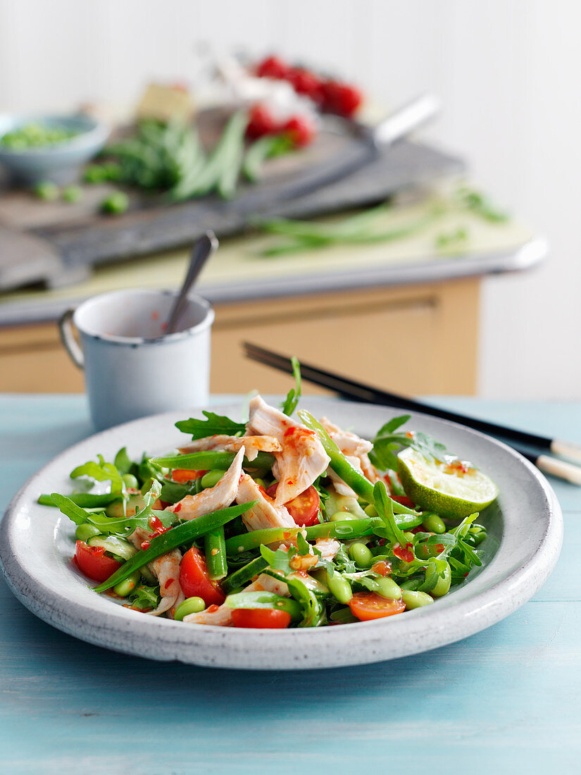 Bean salad with chicken and cherry tomatoes (Asia)