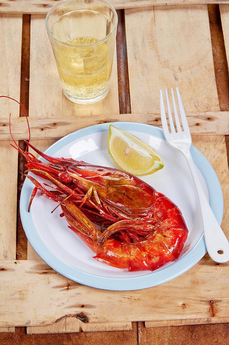 King prawn with lemon wedges