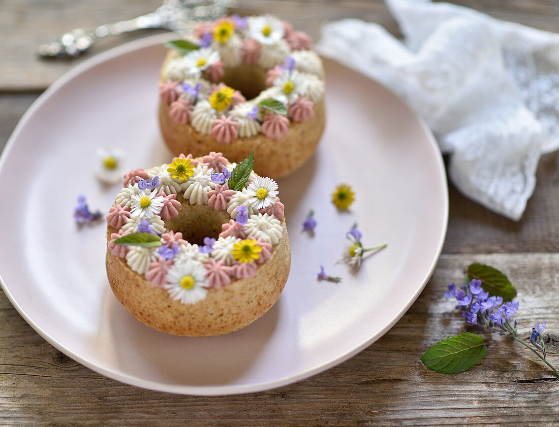 Vegan almond-orange cakes, with two-colored cream cheese