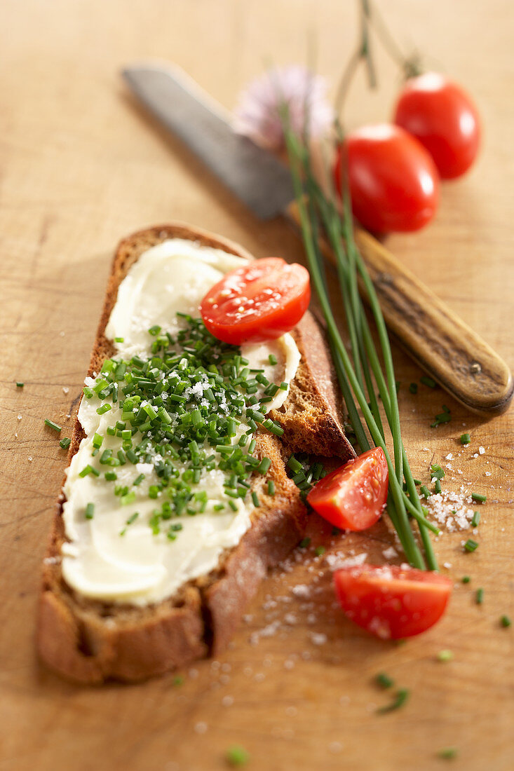 Chive bread with butter and fresh chives