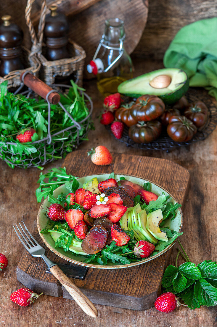 Stawberry salad with avocado