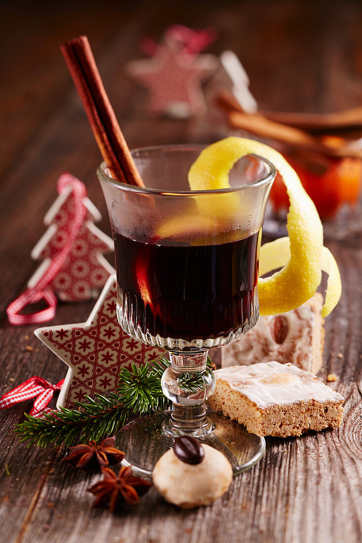 Nuremberg Christkindl mulled wine with red wine, lemon, star anise and cinnamon for Christmas
