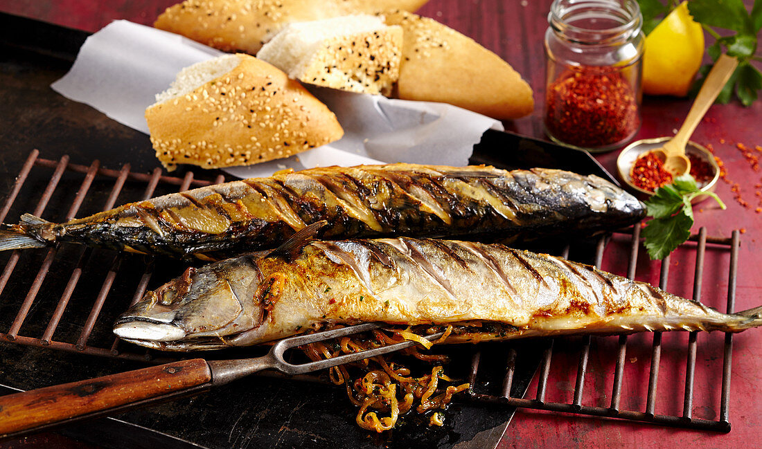 Grilled mackerels filled with onions served with unleavened sesame seed bread and pul biber (Turkey)