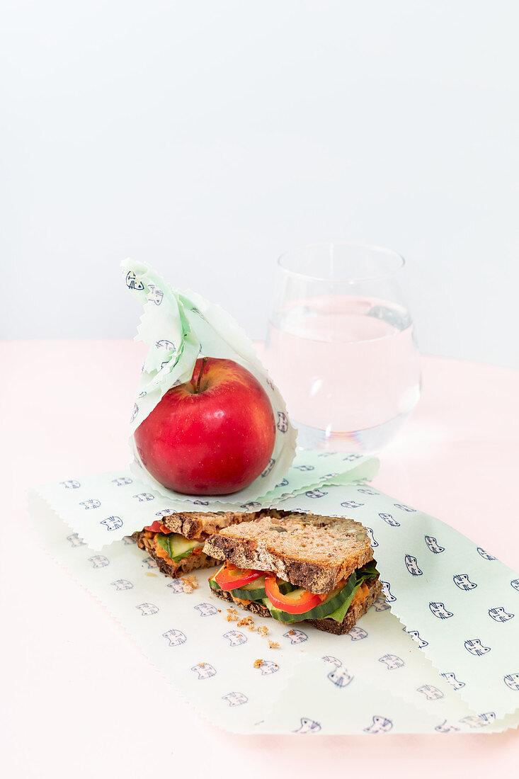 Selbstgemachte Wachstücher als nachhaltige Verpackung für Obst und Pausenbrot