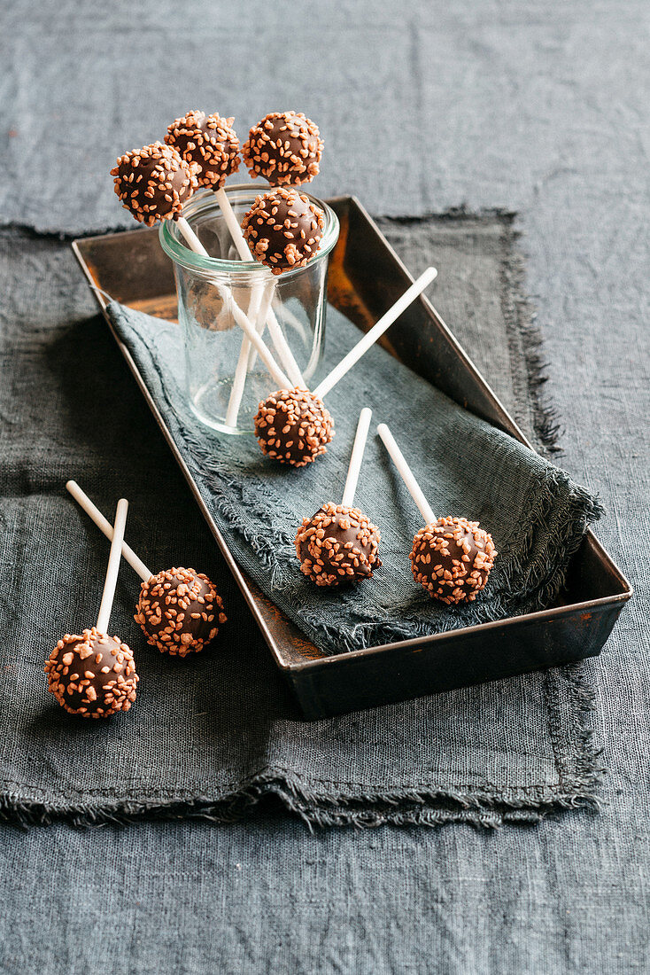 Gianduia orange lollies with sesame seeds