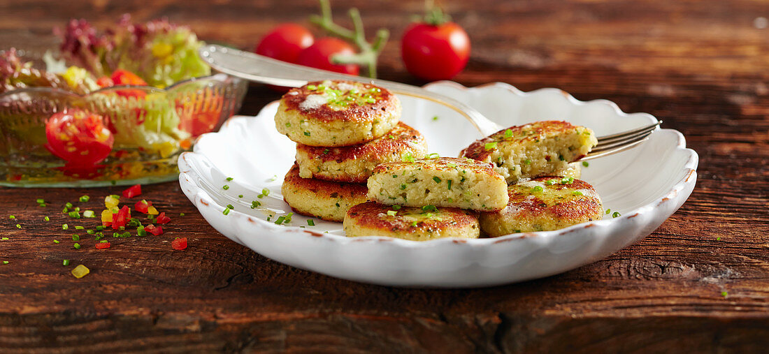 Small vegetarian cheese cookies with lettuce