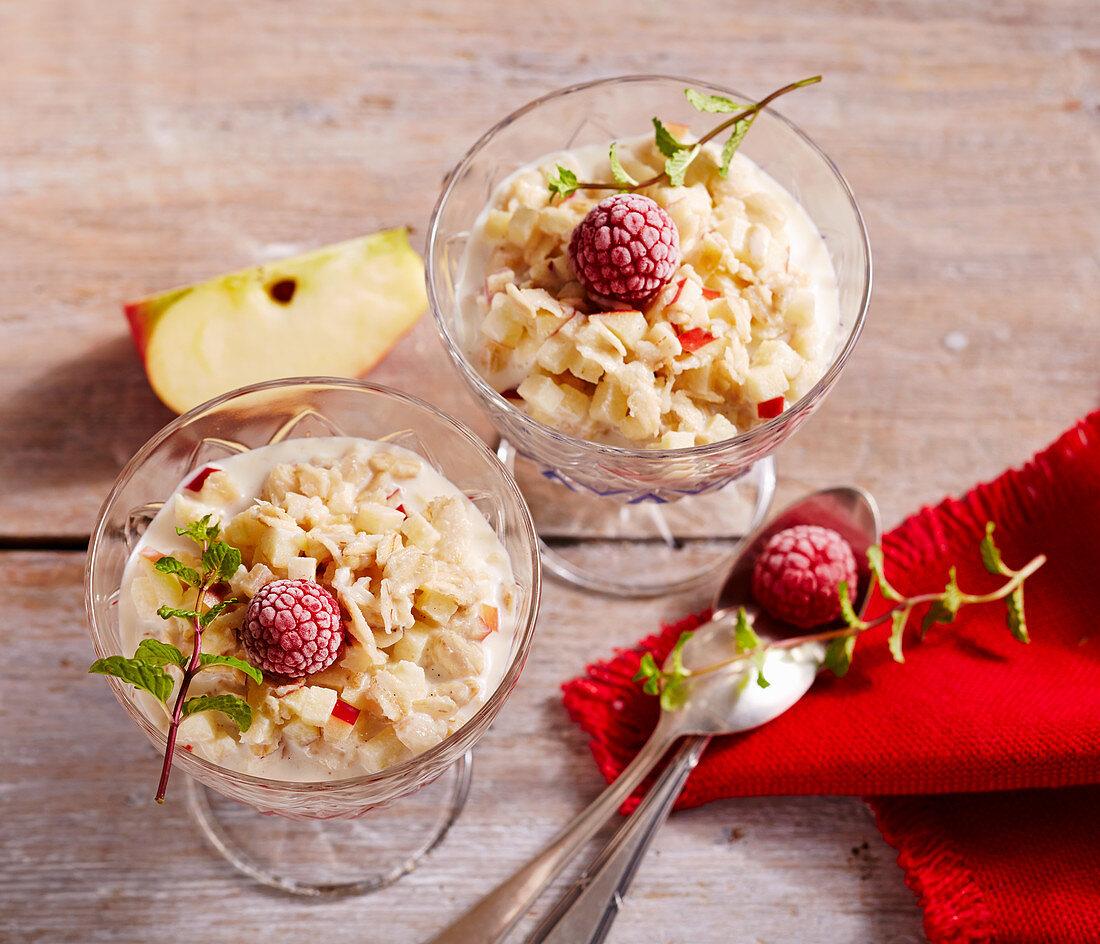 Oatmeal muesli with apple, raspberries and mint