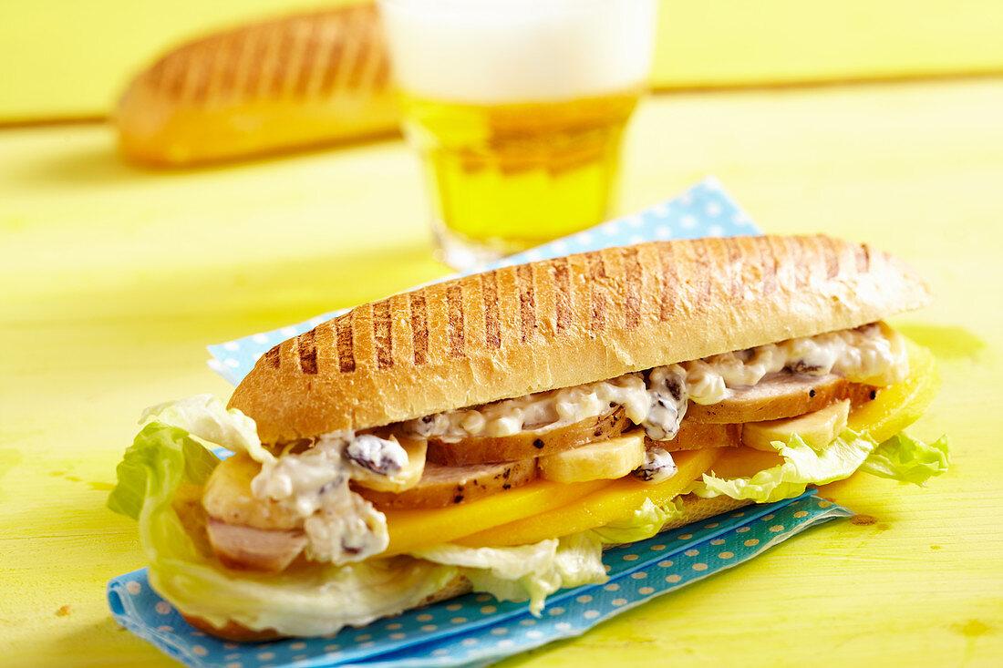 San Francisco-Sandwich mit Hähnchenfleisch, Mango und Banane