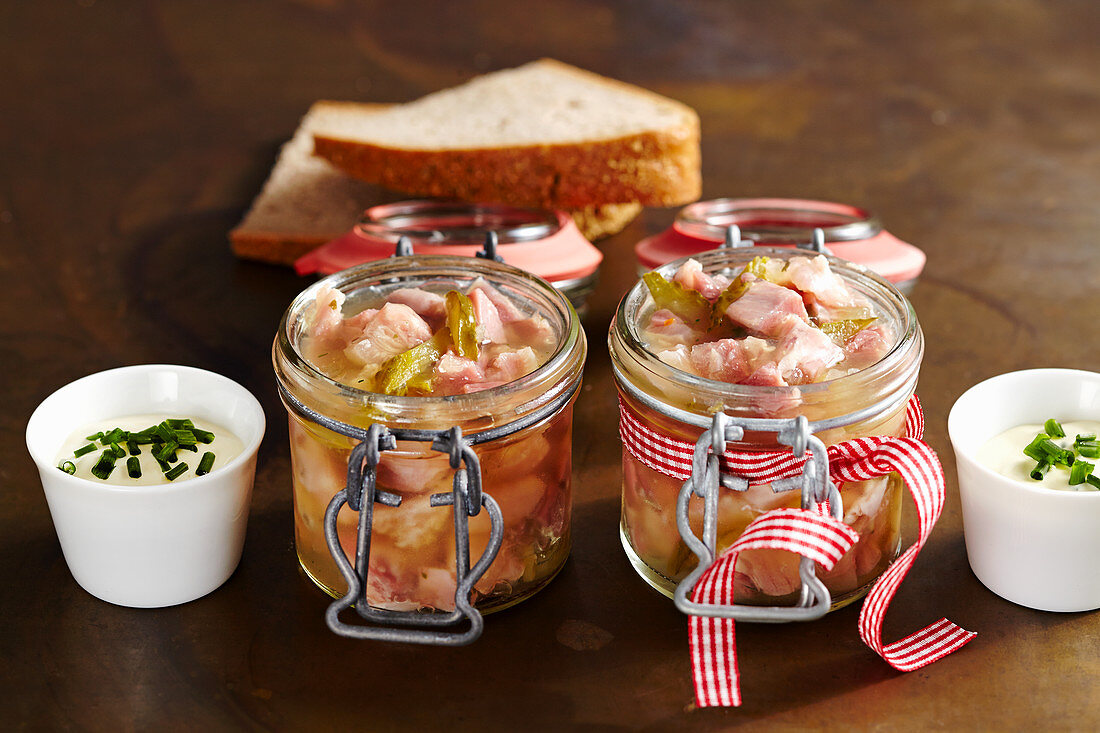 Berlin stock in mason jars with fried potatoes and mustard-chive-dip, with bread