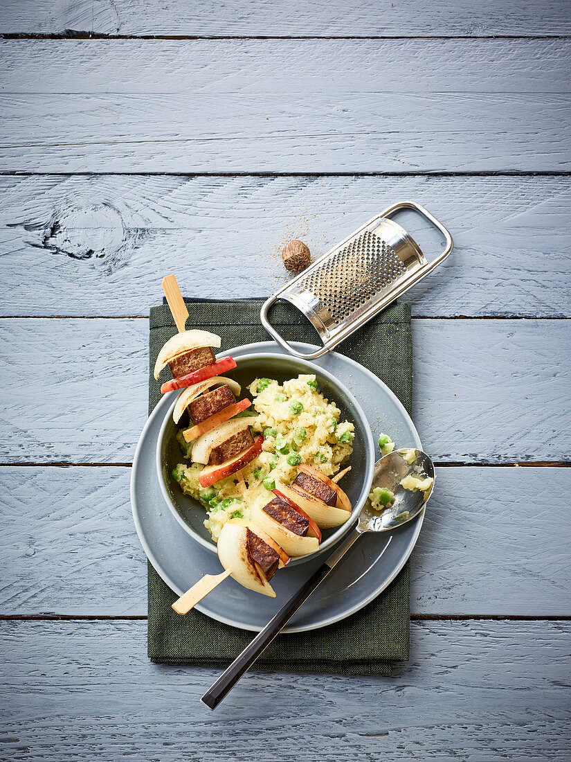 Tofu and apple skewers with peas and mashed potatoes
