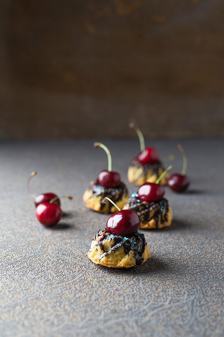 Mini gugelhupfs with cherries