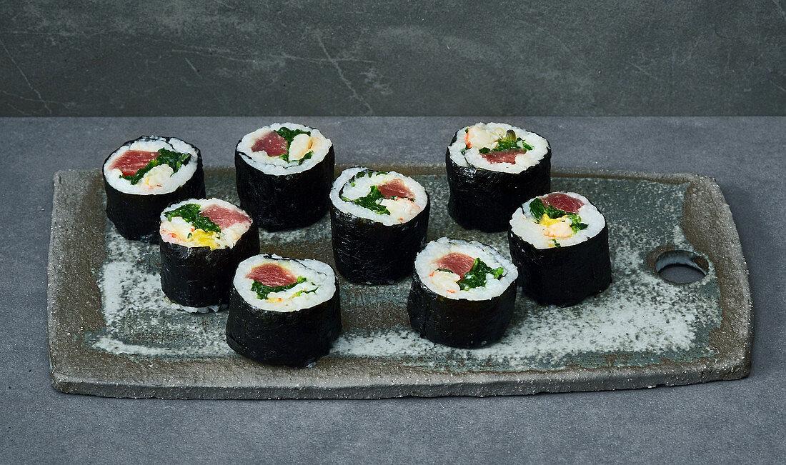 Maki sushi with tuna and spinach