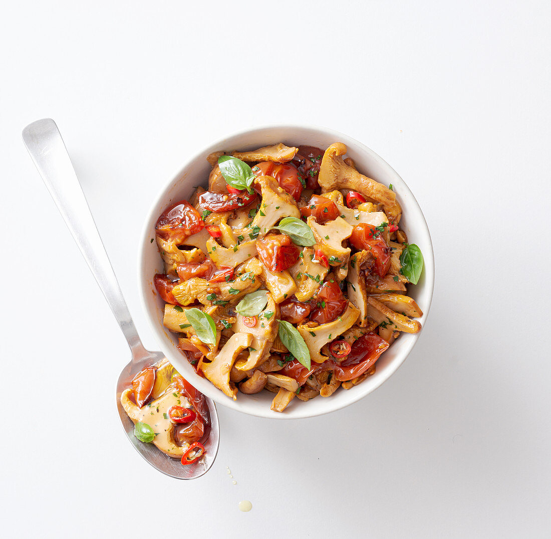 Chanterelle ragout with tomatoes and basil