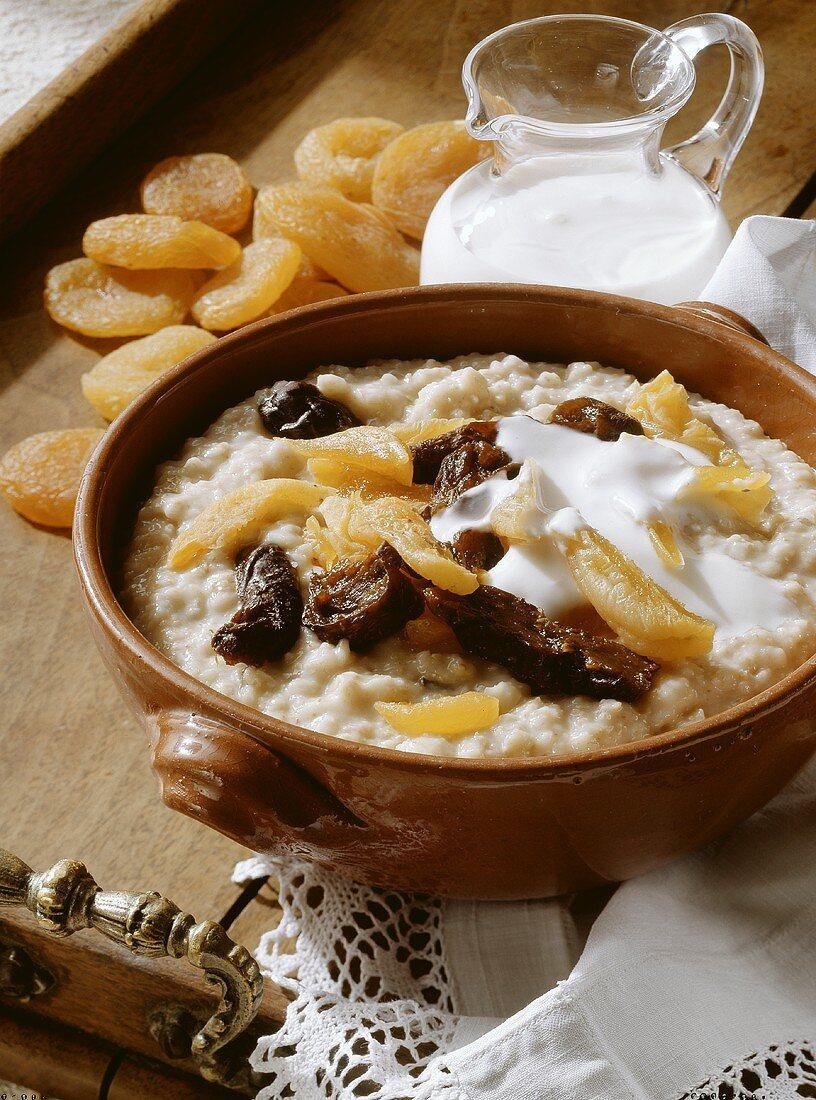 Porridge with dried Fruit