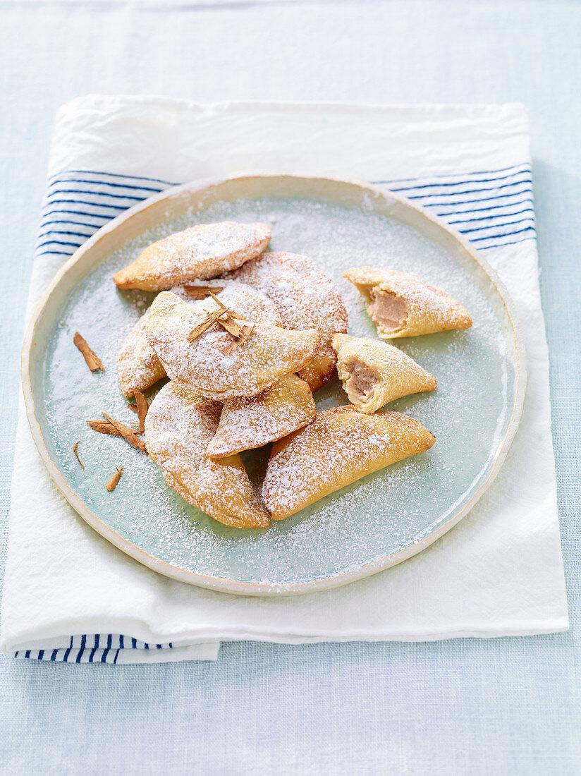 Cappidduzzi di ricotta (Teigtäschen mit Zimt-Ricottafüllung), Sizilien, Italien