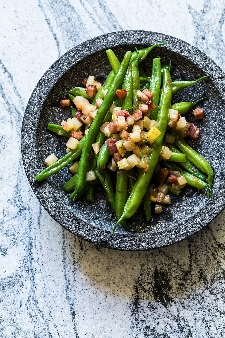 Green beans with pears and bacon