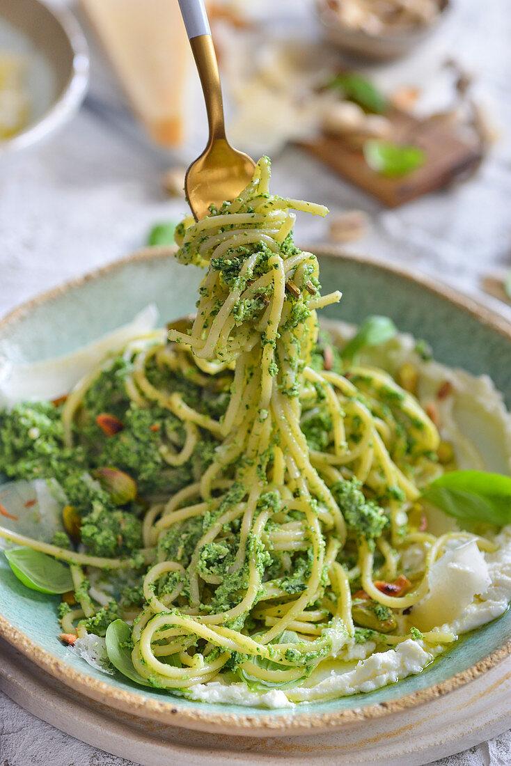 Spaghetti with pesto and pistachios