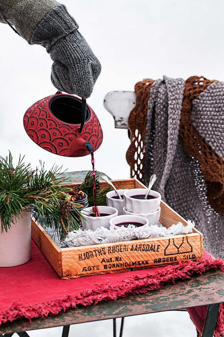 Winterfeast, mulled wine, spicy nuts