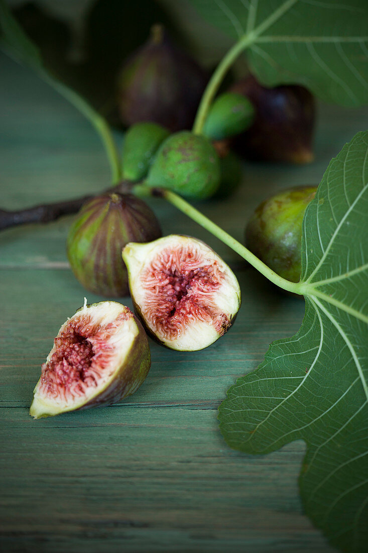 An arrangement of figs with fig leaves