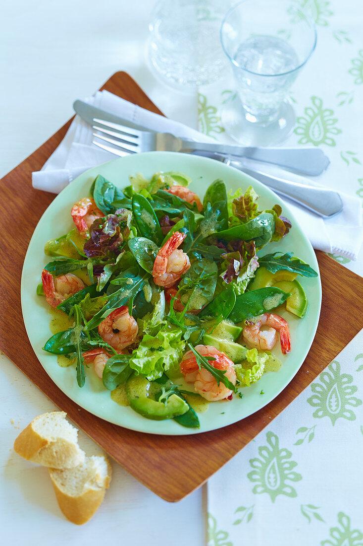 Mixed leaf salad with garlic prawns and avocado