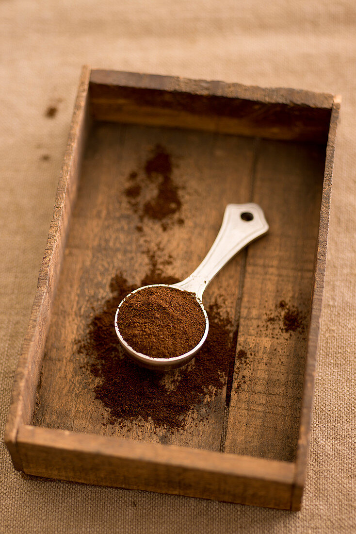 Coffee powder in a scoop
