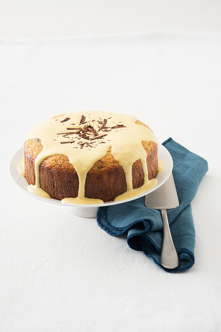 Raisin and chocolate cake with mascarpone sauce