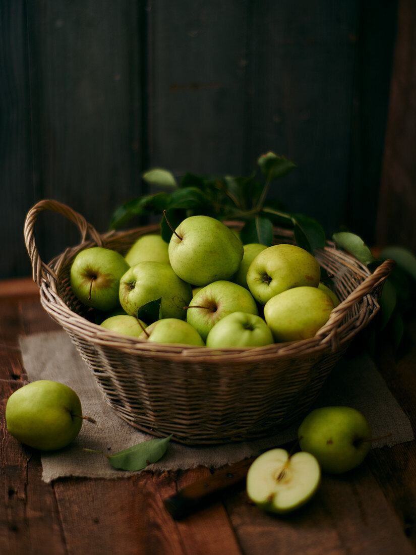 'Granny Smith' apples in a wicker basket