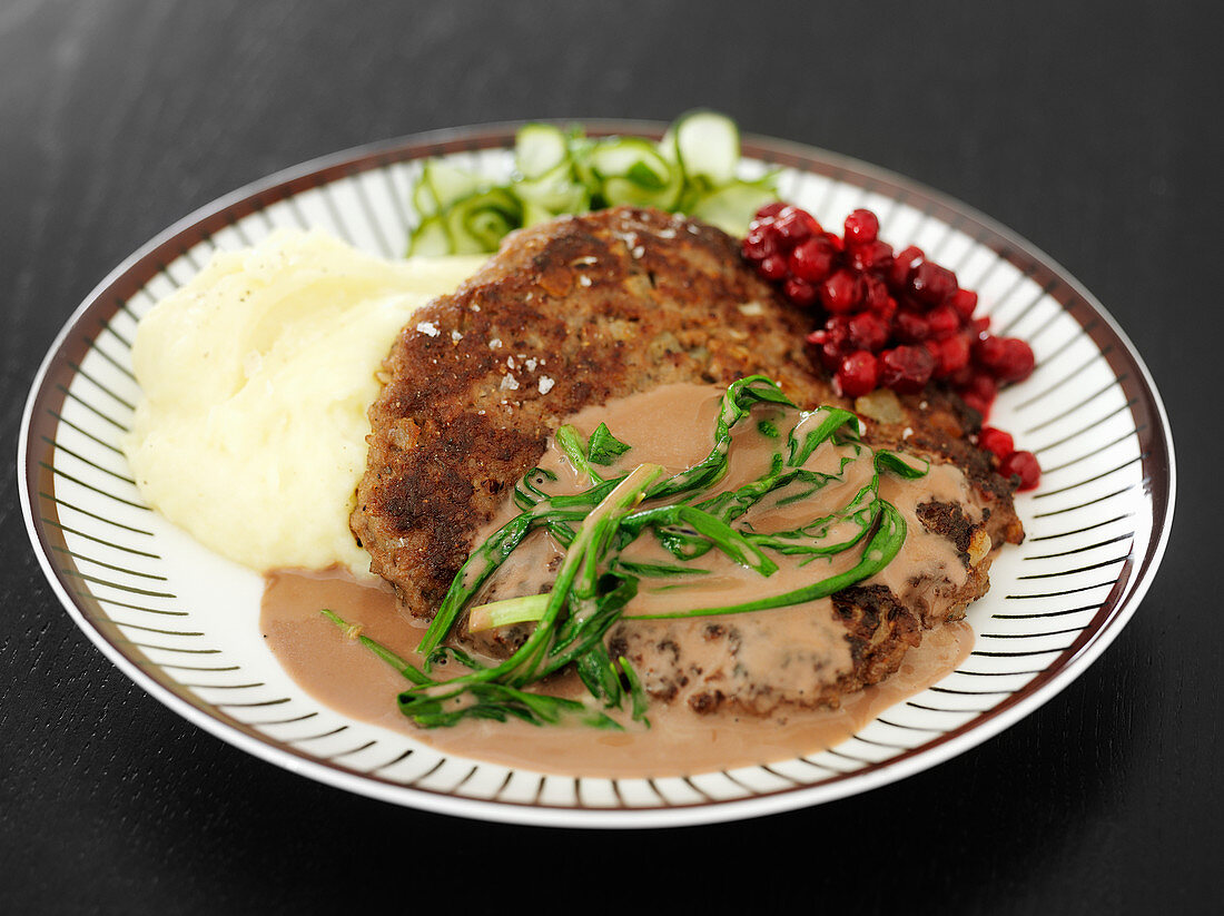 Lamb cutlet with mashed potatoes and cranberries