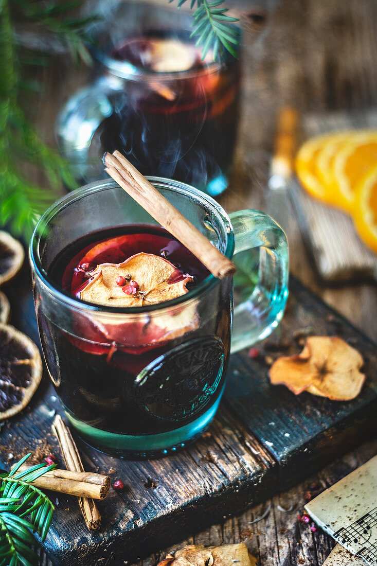 Mulled wine with dried apple slices