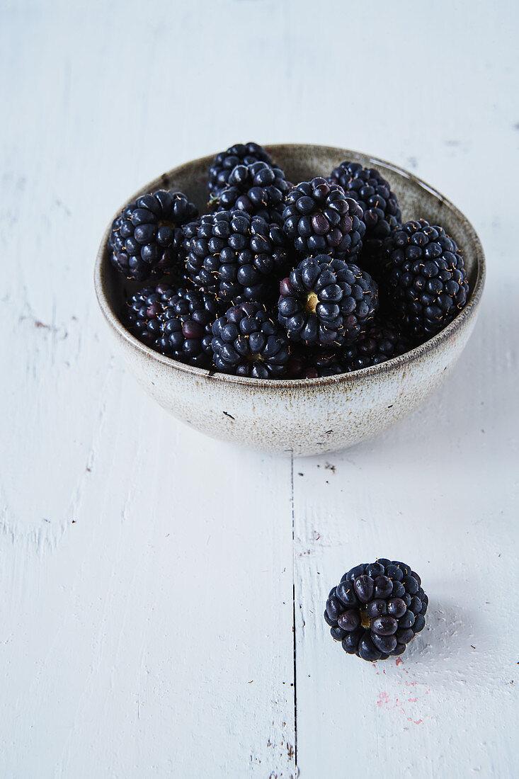 A bowl of fresh blackberries