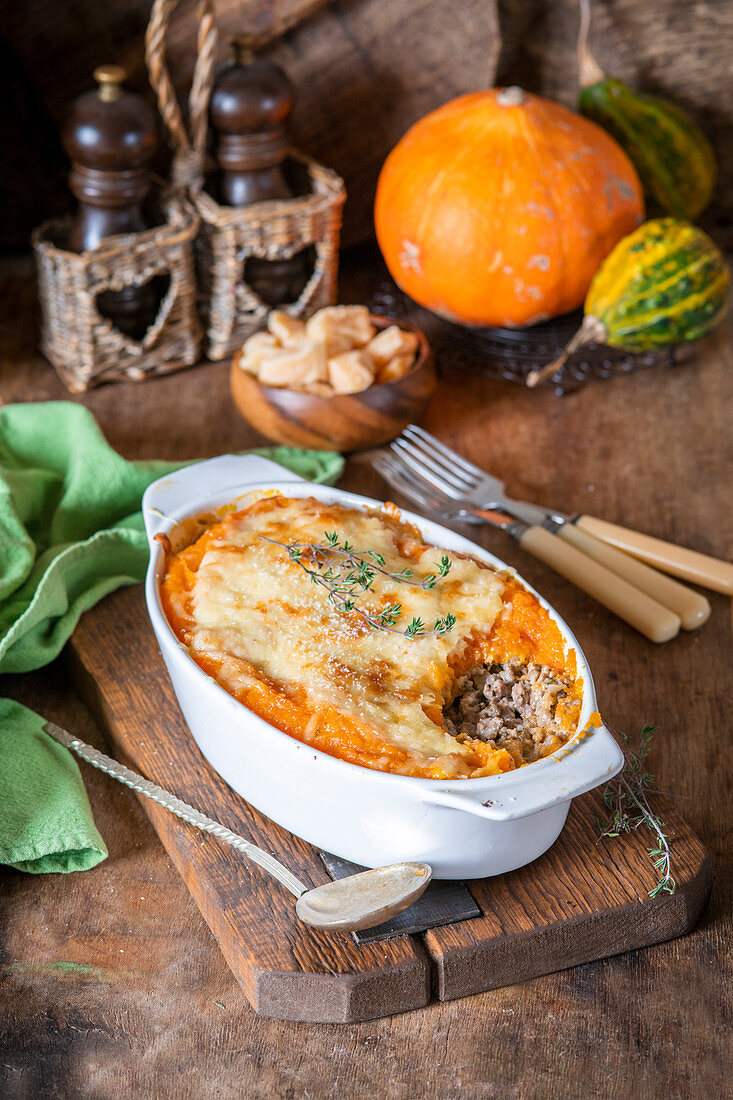 Pumpkin bakle with meat and cheese