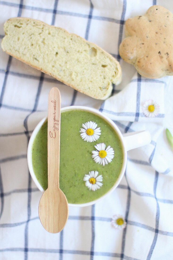 Wild garlic soup with daisies and white bread