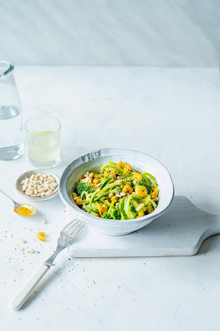 Zucchini salad with prawns and broccoli