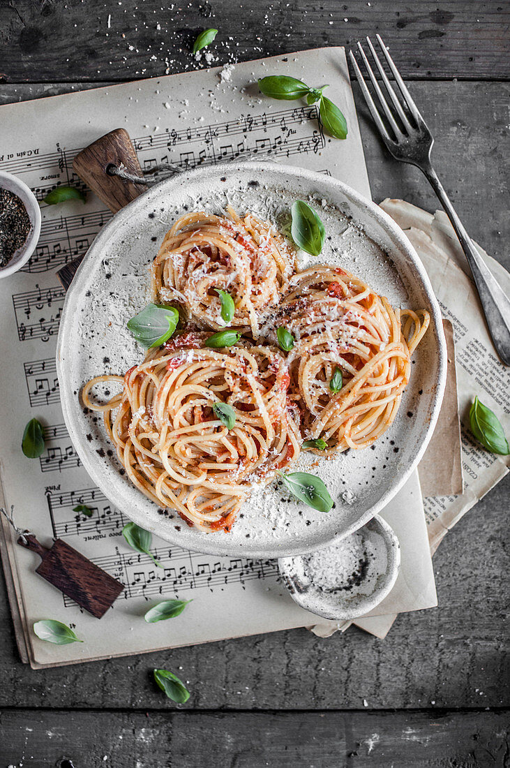 Spaghetti with tomato sauce, fresh basil and parmesan cheese