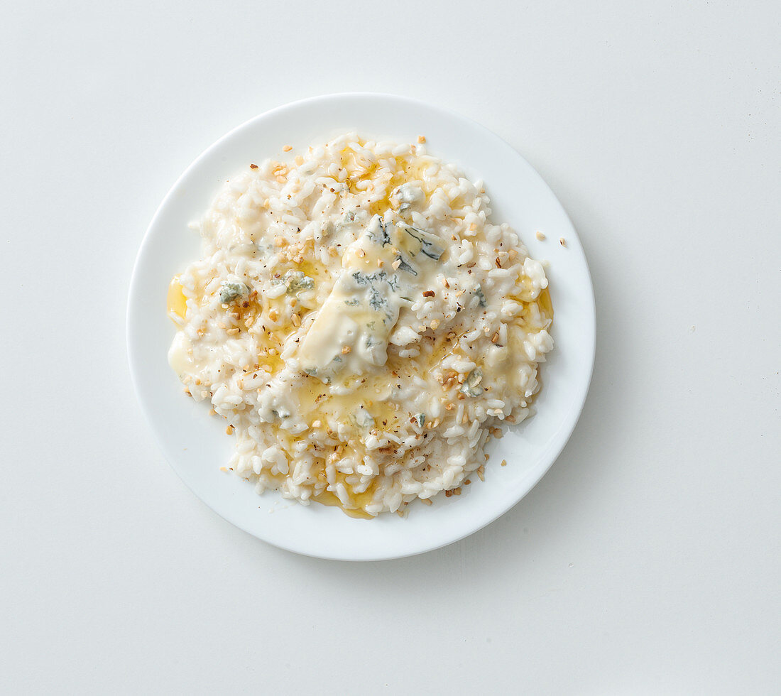 Onion and gorgonzola risotto with hazelnuts and honey