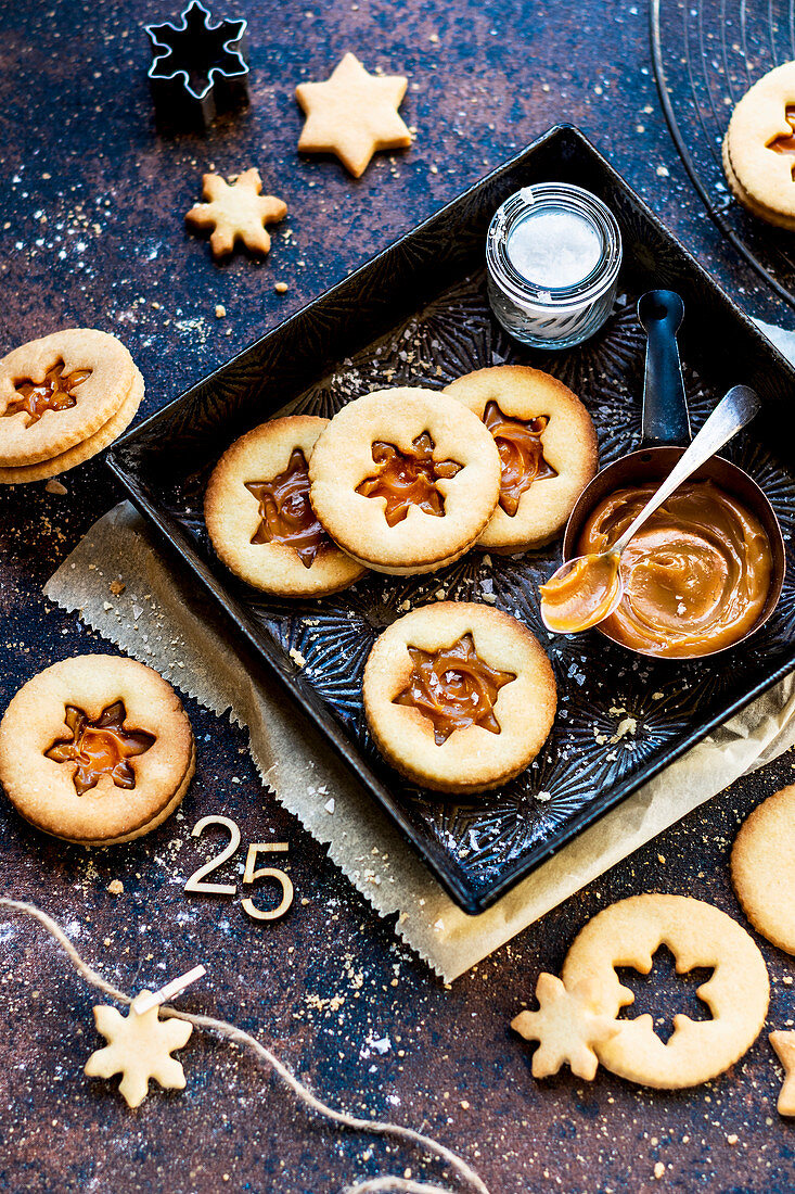Linzer cookies with caramel