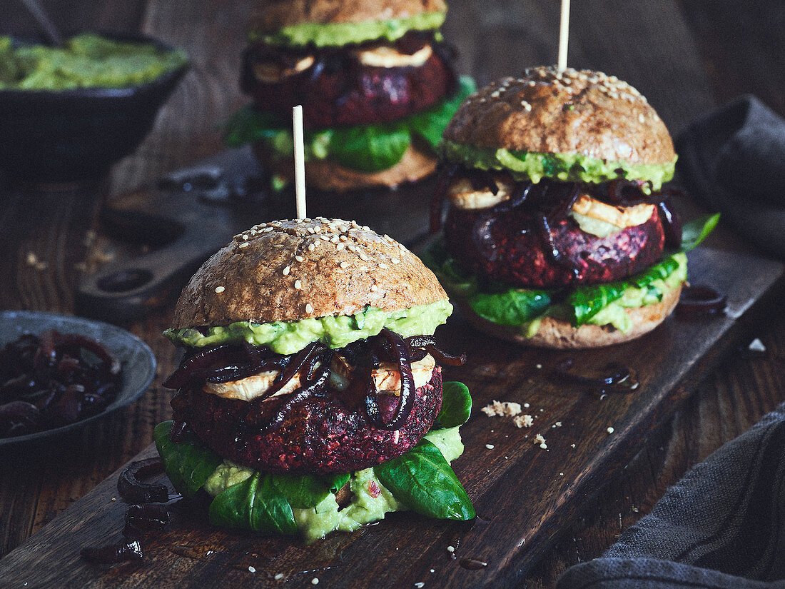Black bean burgers with beetroot and goat's cheese