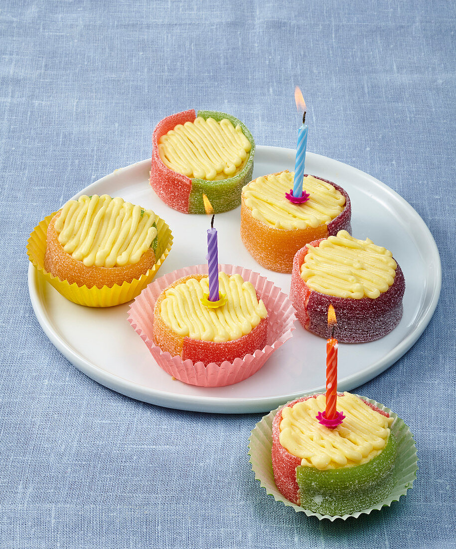 Sweet and sour mini cakes