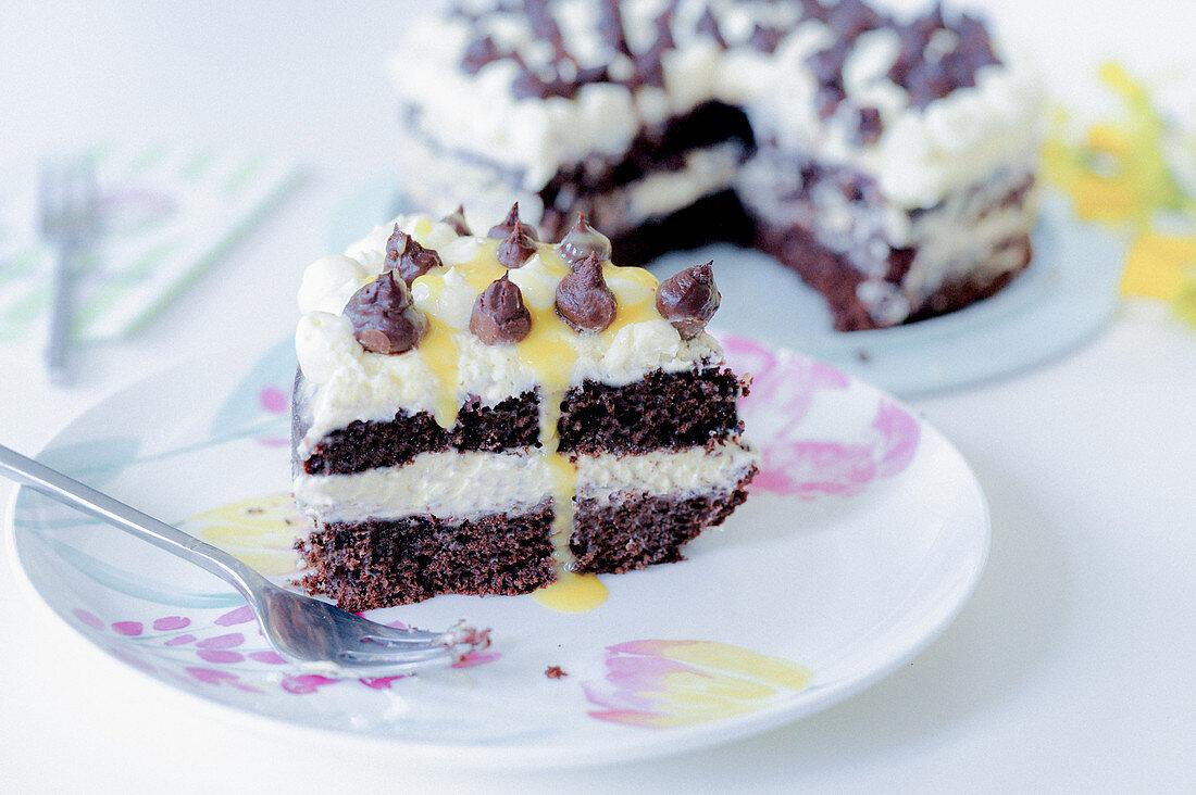 Mascarpone and blueberry cake with eggnog