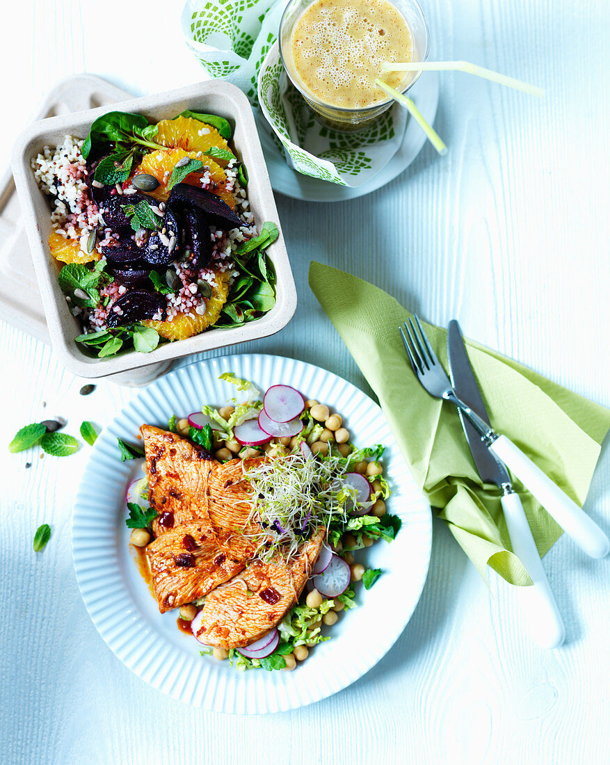 Chicken breast with chickpeas, rice salad with beetroot and orange and smoothie