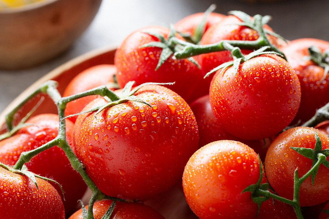 Freshly washed tomatoes (close-up)