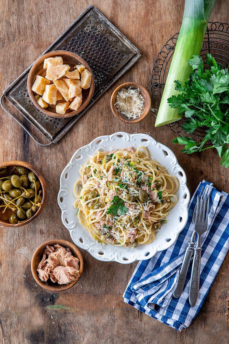 Pasta with tuna and leek