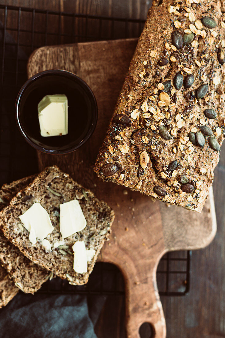 Kernel bread with butter