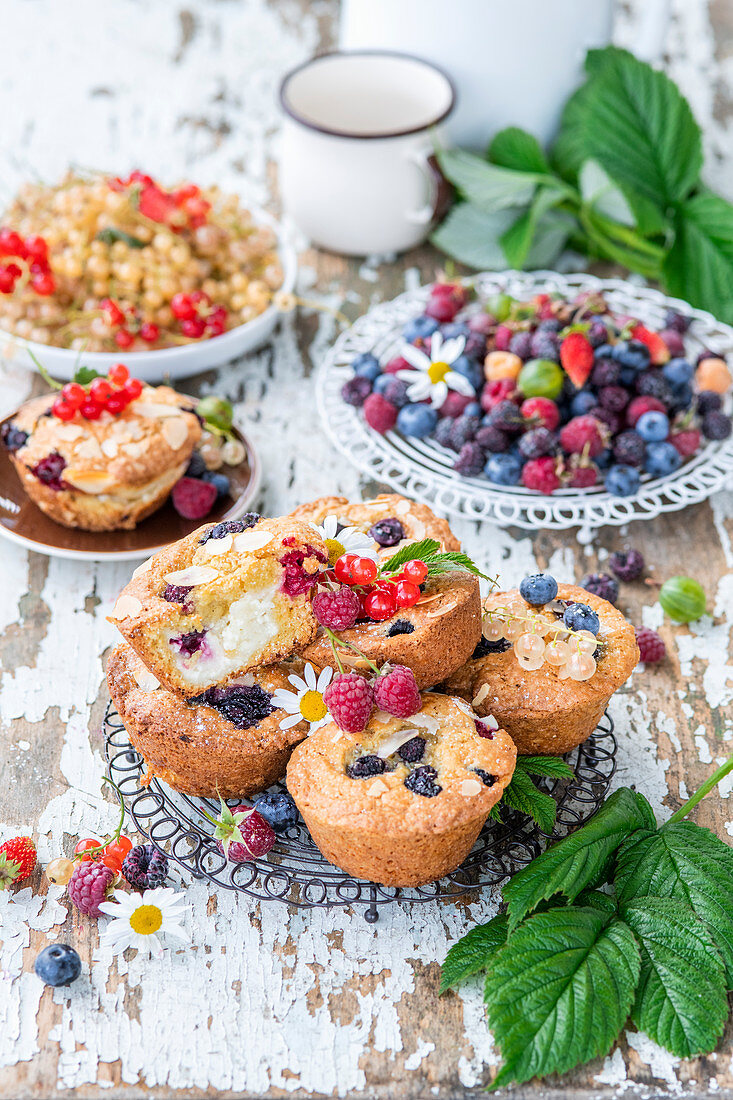 Summer berry muffins with quark filling