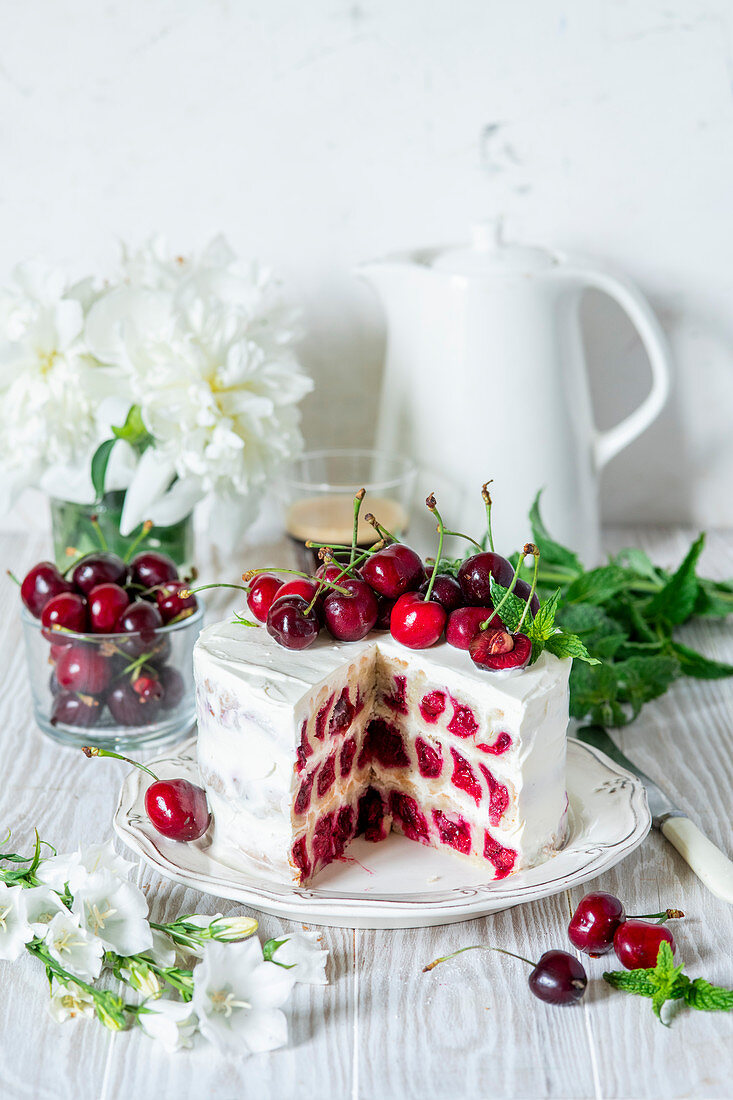 Cherry cake with shortcrust pastry snails and sour cream