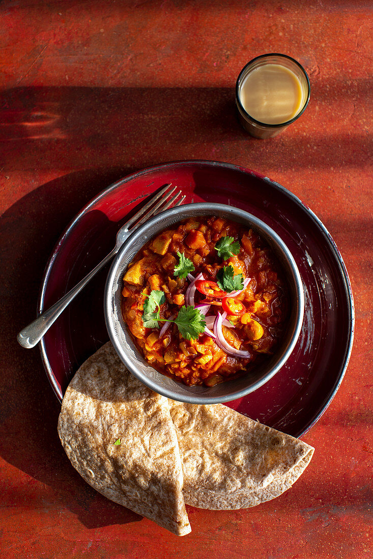 Indian chicken curry with chapati