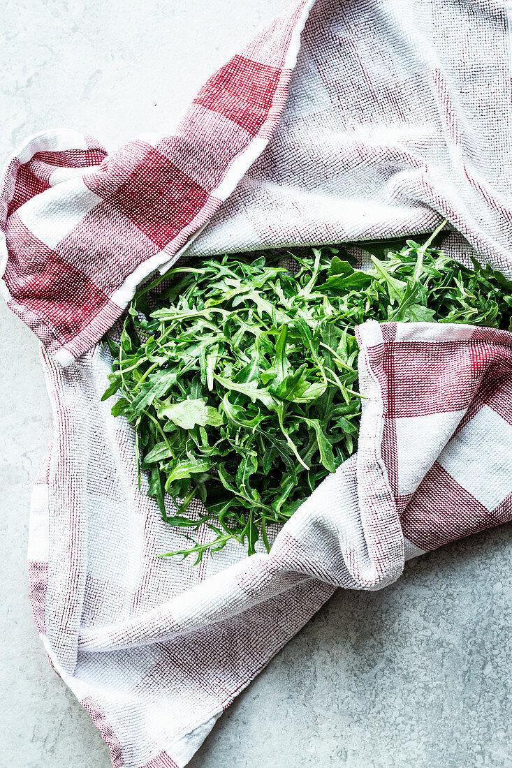 Keep rocket salad fresh in a dish towel