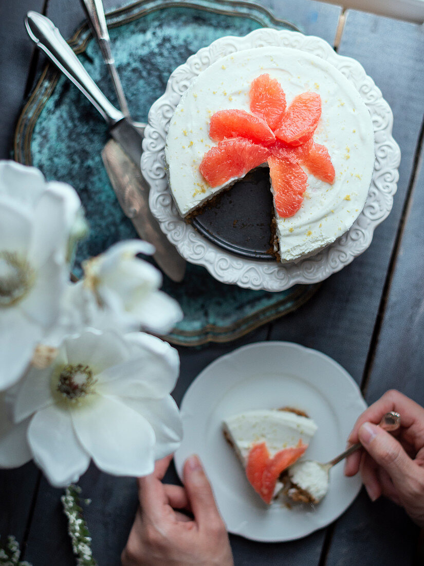 No bake cheesecake with pink grapefruit, sliced